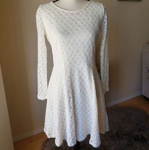 Gorgeous off white lace dress